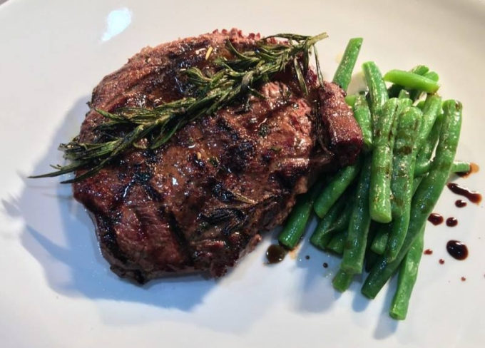 250g Rib Fillet with Green Beans and Garlic Butter